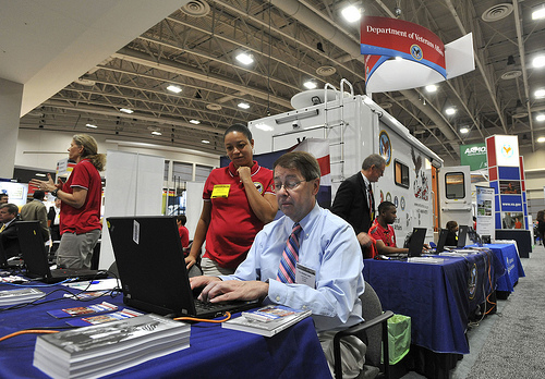 VA employee helps an Army veteran apply online for benefits at recent Association of the US Army conference.