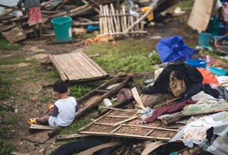 m24401833_help-philippines-typhoon-561x383